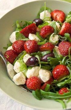 Fragole e mozzarella per insalata