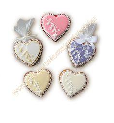 Mézeskalács szív esküvői köszönetajándék, vendégajándék esküvőre rózsaszín, ekrü, vanília, lila színben