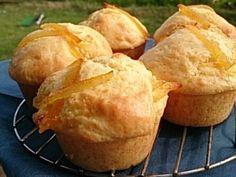 「マーマレードマフィン」マフィンに手作りマーマレードを入れて焼きました。マーマレードが入るので、砂糖は控えめです。大きく焼いてみて!ふんわりして食べごたえありですよ♪,バター,マフィン,卵,ベーキングパウダー,牛乳,手作り,オーブン,プリン...