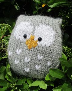 Free Knitting Pattern for Stuffy Owl by Amanda Berry - This simple owl is knitted in one piece, with eyes and beak are added after knitting using duplicate stitch (though I imagine you could adapt for stranded colorwork). Owl Knitting Pattern, Christmas Knitting Patterns, Arm Knitting, Knitting Patterns Free, Crochet Patterns, Simple Knitting, Free Pattern, Knitted Owl, Knitted Animals