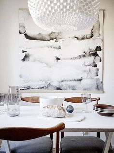 Aquarelle print and mid-century in the kitchen of a swedish home. Stadshem / Jonas Berg.
