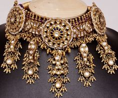 Crafting incomparable Indian Jewelry Sets, Royal Jewelry, Beaded Jewelry, Gold Jewelry, Rajput Jewellery, Bridal Jewellery, Jewelry Patterns, Chocker, Coral