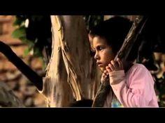 """Hecho en México trailer de la nueva película HECHO EN MÉXICO    HechoEnMexicoLaPeli      Videocine Presenta  """"HECHO EN MEXICO""""    Los últimos años han sido difíciles para México. Todas las noticias parecen ser malas. Pero hay una realidad distinta oculta en la vida diaria. En este documental inigualable, el director Duncan Bridgeman entreteje canciones ..."""