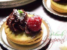 Pistache Cookies with Rasperry jam and chocolate ganache - Biscotti al pistacchio con confettura di lamponi e ganache al cioccolato http://valycakeand.blogspot.it/2013/05/pasticcini-al-pistacchio-con-confettura.html