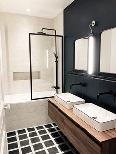 Green bathroom: complete guide to decorate this little corner - Home Fashion Trend Bathroom Inspiration, Bathrooms Remodel, Home, Rustic Remodel, Shower Remodel, Bathroom Design, Boys Bathroom, Tile Remodel, Small Remodel