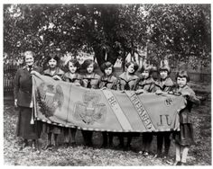 March 12 – Girl Scout USA founded