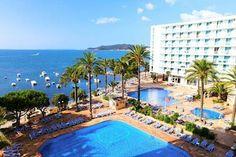 Sirenis Tres Carabelas en Spa-PLAYA DEN BOSSA-SPANJE Playa Den Bossa, Ibiza, Hotels, Outdoor Decor, Ibiza Town