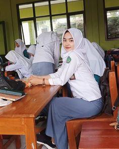 Girl in Uniform 😘 School Girl Japan, School Uniform Girls, Girls Uniforms, High School Girls, Beautiful Girl Image, Beautiful Hijab, Video Hijab, Indonesian Girls, Hijab Chic