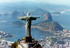 Christ the Redeemer statue in Rio. My absolute favorite piece of art ever. I would LOVE to go to Rio if only to see that in person. Samos, Urban Street Art, Les Religions, Belle Villa, Destination Voyage, Bora Bora, Liberty, Places To Visit, Around The Worlds