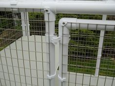 Showing hinge of Penthouse Products cat cage door Diy Cat Enclosure, Outdoor Cat Enclosure, Pet Enclosures, Cage Chinchilla, Parrot Play Stand, Pet Hotel, Cat Cages, F2 Savannah Cat, Rabbit Hutches