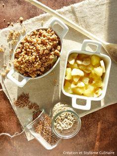 Customisons, autant pour le goût que pour la santé, le classique crumble avec de la purée d'amande et des petites graines! Miam, on en fait qu'une bouchée...