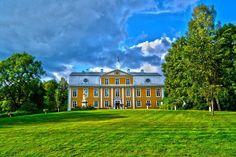 Mustion Linna Kartano kesällä, vihreää ympärillään #Mustio #Finland