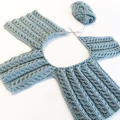 Tror jeg har forelsket meg i denne fargen  #debbiebliss #duckegg #snoningstrøje #knit #instaknit #strikke #strikkedilla #strikkemamma