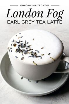 With an Earl Grey tea base, London Fog is a tea latte with warm milk, vanilla extract, and sweetened with sugar. Make London Fog at home with this simple yet tasty recipe. Make London Fog at home with this simple yet tasty recipe. Yummy Drinks, Healthy Drinks, Yummy Food, Tasty, Earl Grey Tee, Earl Gray, Plat Vegan, Grey Tea, Coffee Recipes