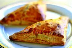 Simple apple turnovers with diced tart apples, currants, walnuts, sugar and cinnamon, baked in puff pastry. Apple Turnover Recipe, Apple Turnovers, Canned Biscuits, Buttery Biscuits, Crescent Roll Recipes, Crescent Rolls, Granny Smith, Baking With Applesauce, How To Make Biscuits
