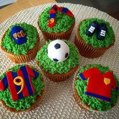 Fondant Cupcakes, Soccer Birthday Cakes, Football Cupcakes, Cupcakes For Boys, Soccer Party, Fun Cupcakes, Birthday Cupcakes, Cupcake Cakes, Bolo Do Barcelona