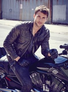 American model Kacey Carrig embraces classic rugged style as he takes to the pages of Long Island Pulse magazine. Men's Leather Jacket, Biker Leather, Leather Men, Leather Jackets, Rugged Men, Rugged Style, Motorcycle Men, Motorcycle Outfit, Jacket Style