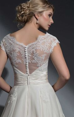 BE21 - Frederica Was: £1,495 NOW: £750.00 Size: 14 - Louise Bentley BE21 Frederica Wedding Dress