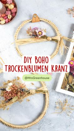 Dried And Pressed Flowers, Dried Flowers, Wreath Crafts, Ornament Wreath, Diy Greenhouse, Boho, Natural Materials, Diy And Crafts, Floral Design
