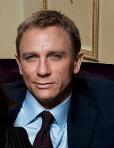 Daniel is not known for smiling in his current bond role but this is disarming Daniel Craig James Bond, Daniel Craig Style, Craig Bond, Rachel Weisz, Short Hair Man, Daniel Graig, Best Bond, Dream Guy, Gorgeous Men