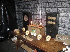 Frankenstein steampunk machine for a mad scientist laboratory. Halloween Outside, Halloween House, Halloween Crafts, Halloween Ideas, Halloween Party, Halloween Decorations, Steampunk Halloween, All Holidays, Frankenstein
