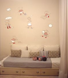 Mural+ratoncitos+-+Mural+pintado+a+mano+directamente+sobre+la+pared+con+pinturas+al+agua.+Tema:+Ratoncitos+en+diferentes+situaciones.+En+este+caso+se+han+utilizado+basicamente+4+tonos:+Marino,+blanco,+burdeos,+marrón.+Se+escogen+los+tonos+que+mejor+entonen+con+la+habitación.+Tiempo+de+realización:+1+día.