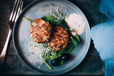 BURGERS DE QUINOA Y CHAMPIÑONES Quinoa Burgers, Salmon Burgers, Vegan Vegetarian, Main Dishes, Vegan Recipes, Veggies, Menu, Chicken, Ethnic Recipes