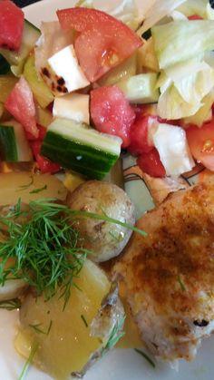 Kanaa ja uudet perunat sekä raikas salaatti