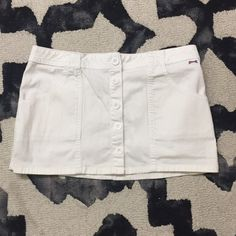 Le TIGRE classic white shirt Le TIGRE classic white shirt. Button fed tail down the center of the skirt. Size 7, no stains or marks. Perfect pre owed condition. Le Tigre Skirts Mini