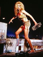 1993 ATTACK OF THE 50-FOOT WOMAN amok giant Daryl Hannah color 7x10 set-up #2