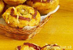 Muffiny so syrom, suchou salámou a olivami