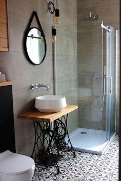 Upstairs Bathrooms, Rustic Bathrooms, Modern Bathroom, Bathroom Design Small, Bathroom Interior Design, Old Sewing Machine Table, Garage Interior, Unique Furniture, Bathroom Inspiration