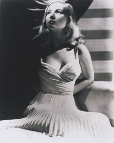 Veronica Lake. Gorgeous. Just gorgeous. #vintage