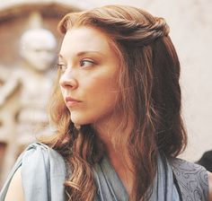 Game of Thrones Margaery Tyrell. twist hair and clip