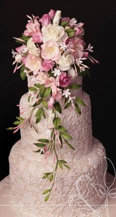 Fabulous floral detail on this cake.  Very pretty shade of pink with white detail.  Gorgeous!   ᘡղbᘠ