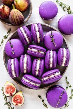 Fig Macarons filled with Fig Jam and Honey Cream Cheese Frosting #fig #macarons #frenchmacarons #cookies #dessert #purple #jam #honey #glutenfree