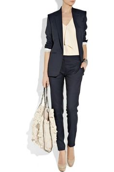 Business Mode Damen - Sie dürfen auf keinen Fall sich zu stark schminken oder zu viele Accessoires anziehen. Denn diese gehören einfach nicht dazu... Business Fashion, Business Chic, Business Outfits, Business Formal, Business Look, Fashion Mode, Office Fashion, Work Fashion, Fashion Ideas