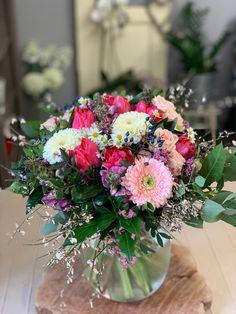 Rozvoz květin Praha a celá ČR Praha, Floral Wreath, Wreaths, Table Decorations, Home Decor, Floral Crown, Decoration Home, Door Wreaths, Room Decor