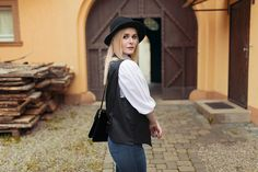 fashion, chic, style, look, outfit, blonde, girl, inspiration, hair, sleek, portrait, model, photography, model, photoshooting, body, curves, jeans, blue, teen, female, woman, young, beautiful, beauty, hat, bag, glamour, berlin, christina key, freiburg, christina keys blog, blogger, jewellery, blouse, white, clean, impression, russian, face, north, winter, autumn,