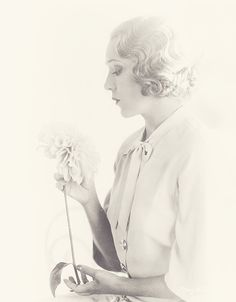 deforest: Mary Pickford by Harris & Ewing - Summers in Hollywood Hollywood Icons, Old Hollywood Glamour, Vintage Hollywood, Divas, Mary Pickford, Shot Hair Styles, Classic Movie Stars, Photography Women, Vintage Photographs