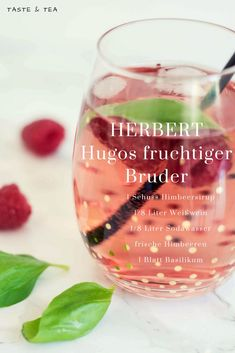- Hugos fruchtiger, beeriger Bruder - Taste & Tea - Recipe for fruity raspberry hugo -Herbert - Hugos fruchtiger, beeriger Bruder - Taste & Tea - Recipe for fruity raspberry hugo - Snacks Für Party, Party Drinks, Cocktail Drinks, Cocktail Recipes, Tea Recipes, Summer Recipes, Smoothie Recipes, Smoothies, Lunch Smoothie