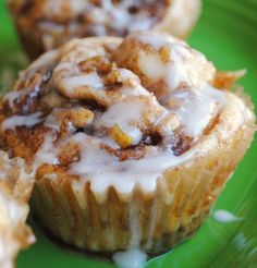 Recipe For Apple Cinnamon Roll Cupcakes - These cinnamon roll cupcakes are ridiculously good. think cinnamon roll without the need for a fork.