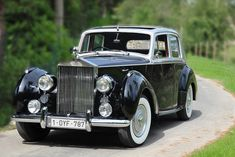 Rolls-Royce Silver Dawn Source by Classic Rolls Royce, Vintage Rolls Royce, Bentley Rolls Royce, Rolls Royce Cars, Retro Cars, Vintage Cars, Antique Cars, Automobile, Rolls Royce Silver Cloud