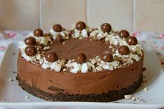 This delicious, chocolatey, no-bake chocolate Malteser cheesecake is a perfect showstopper for any occasion! Malteaser Cheesecake, Rolo Cheesecake, Chocolate Cheesecake, Cheesecake Recipes, Chocolate Crunch, Chocolate Malt, Maltesers Chocolate, Chocolate Powder, Chocolate Heaven