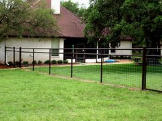 Wood Fence Styles Ideas [Best of Wood Fence Designs] Hog Wire Fence, Pipe Fence, Farm Fence, Front Yard Fence, Fence Gate, Fenced In Yard, Fenced Garden, Garden Fences, Backyard Fences