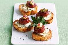 Chorizo and blue cheese toasts Yummy! Cheese On Toast, Cheese Toast Recipe, Blue Cheese, Best Party Food, Party Food And Drinks, Appetizer Recipes, Snack Recipes, Cooking Recipes, Party Recipes