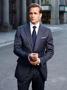 Gabriel Macht as Harvey Specter on Suits Harvey isn't just one of New York City's best legal closers; Gabriel Macht, Harvey Specter Anzüge, Trajes Harvey Specter, Suits Usa, Mens Suits, Guys In Suits, Blue Suits, Costume Tom Ford, Mode Costume