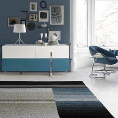 Mueble lacado a la carta de Angel Cerdá: aparador en blanco y azul