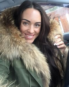 🙋🏽😘#look#instalook#photo#photooftheday#style#fashion#fur#furfashion#face#longhair#brunette#mood#beauty#women#selfie#instame#instagirl#girl#ootd#welovefur#face#instagood#instaphoto#instafashion#welovefur#hair#womenstyle#winteroutfit#selfiegram