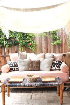 The highlight of My New Backyard patio redecorating scheme has most definitely been this pallet daybed. I really wanted a place to sleep outside with my daughter, and a comfy couch to relax on with…